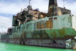 Armada de República Dominicana en apoyo al Ministerio de Medio Ambiente realiza descontaminación y limpieza de buque varado en la costa de cabo rojo, pedernales.